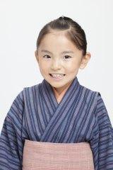 わんぱくな幼少期の八重を好演した鈴木梨央ちゃん(C)NHK