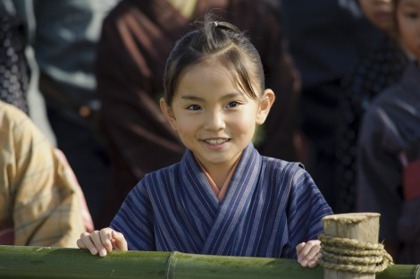 大河ドラマ『八重の桜』第1話より 梨央ちゃんの生き生きとした表情が印象に残った人も多かったはず(C)NHK