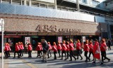 AKB48 CAFEの前を通り過ぎる。