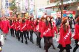 サンシャイン通りを歩くキノコたち。