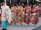 乃木神社で成人式を行った乃木坂46の(左から)松村沙友理、橋本奈々未、白石麻衣、衛藤美彩 (C)ORICON DD inc.