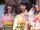 乃木神社で成人式を行った乃木坂46の(左から)松村沙友理、橋本奈々未 (C)ORICON DD inc.