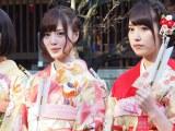 乃木神社で成人式を行った乃木坂46の(左から)白石麻衣、衛藤美彩 (C)ORICON DD inc.