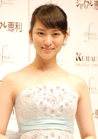 サムネイル 自身がプロデュースしたウエディングドレスに身を包んだ武井咲 (C)ORICON DD inc.