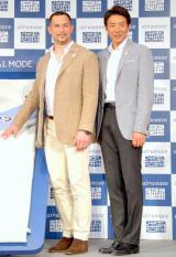 寝具ブランド『エアウィーヴデュアルモード』新商品発表会にゲストとして出席した(左から)室伏広治、松岡修造 (C)ORICON DD inc.