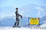 スキーを楽しむ古美門研介(堺雅人)