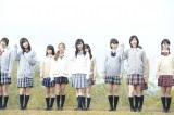 初公開されたAKB48の新曲「So long!」ミュージックビデオ(前列中央が渡辺麻友、右が松井珠理奈、左が島崎遥香)