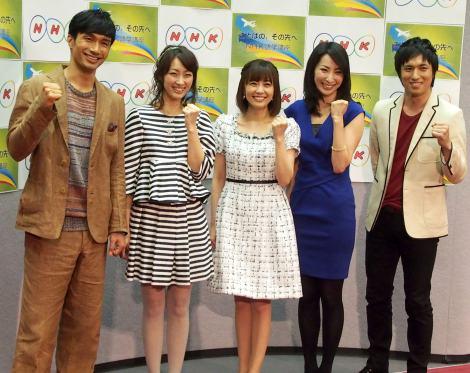 NHK語学番組の発表記者会見に登場した(左から)KENCHI(EXILE)、坂下千里子、小林麻耶、真飛聖、高橋光臣 (C)ORICON DD inc.