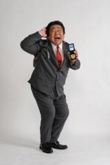 4月スタート『刑事110キロ』で大きな新米刑事が誕生。連続ドラマに初主演にノリノリの石塚英彦(C)テレビ朝日