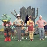 2代目メンバー(左から)カータン、体操のおにいさん(金森勢)、石毛恭子おねえさん、しんぺいちゃん