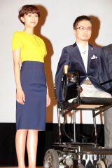 映画『だいじょうぶ3組』の舞台あいさつに登場した(左から)榮倉奈々と乙武洋匡 (C)ORICON DD inc.