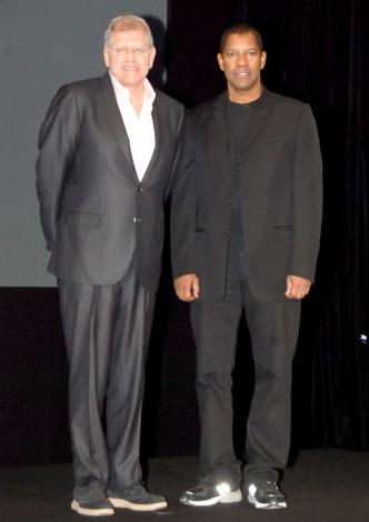 (左から)ロバート・ゼメキス監督、デンゼル・ワシントン=映画『フライト』の来日記者発表会 (C)ORICON DD inc.