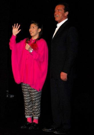 映画『ラストスタンド』の来日記者会見に出席した(左から)吉田沙保里、アーノルド・シュワルツェネッガー (C)ORICON DD inc.