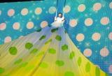 幻想的な衣装で空中ブランコに乗る生駒里奈 (C)ORICON DD inc.
