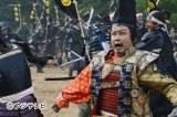 フジテレビ系『女信長』に今川義元役で出演する三谷幸喜氏。放送は4月5日・6日2夜連続