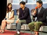 NHKドラマ『極北ラプソディ』の完成試写会に出席した(左から)加藤あい、瑛太、小林薫 (C)ORICON DD inc.