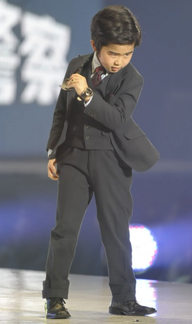 """サムネイル 『東京ランウェイ2013 S/S』に登場した""""デカ長""""鈴木福。ポーズも決まってるぜ(撮影:鈴木かずなり) (C)ORICON DD inc."""
