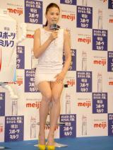 白のミニドレスで登場した江角マキコ=『明治スポーツミルク』の新CM発表会 (C)ORICON DD inc.