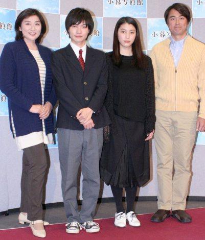 新ドラマ『小暮写眞館』(BSプレミアム)の試写会に出席した(左から)松下由樹、神木隆之介、成海璃子、石黒賢 (C)ORICON DD inc.