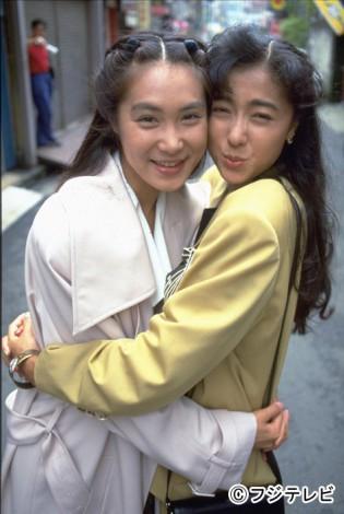 ドラマ『抱きしめたい!』のW浅野(浅野温子・左、浅野ゆう子・右)が帰ってくる