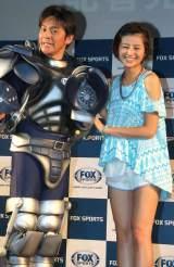 FOX SPORTS『FOUL BALL ARMOUR PROJCT』記者発表会に出席した(左から)ますだおかだ・岡田圭右、鈴木ちなみ (C)ORICON DD inc.