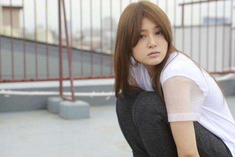 佐津川愛美さんの肩