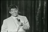 『スティーブ・アレン・ショー』で「SUKIYAKI」を披露する坂本九さん(C)TBS