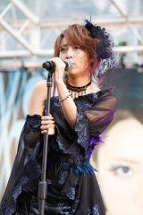ソロデビュー曲「Jane Doe」を披露した高橋みなみ=新宿で行われたサプライズライブにて