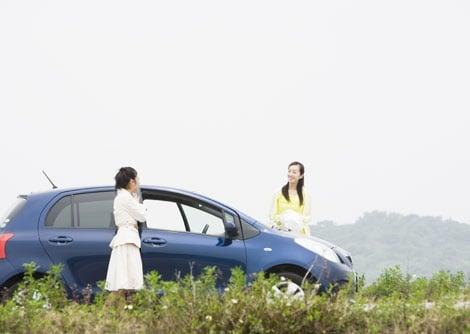 レンタカーを借りて出かけたり、友人とのドライブで運転を代わるとき、ドライバー保険に加入していると安心!