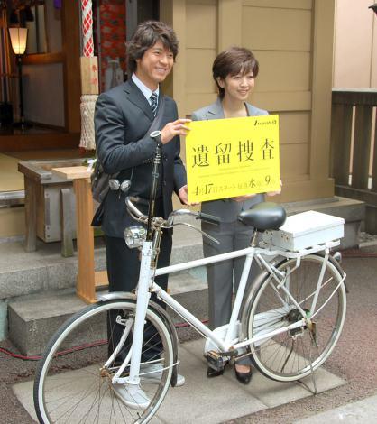 ドラマ『遺留捜査』の記者会見に出席した(左から)上川隆也と斉藤由貴 (C)ORICON NewS inc.
