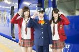 19歳の誕生日に「小笠原特急」ツアーを開催した小笠原茉由(中央)とサポートした近藤里奈(左)、小谷里歩