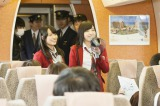 19歳の誕生日に「小笠原特急」ツアーを開催した小笠原茉由をサポートした小谷里歩(左)と近藤里奈