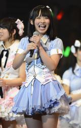 前例のない「SKE48終身名誉研究生」に任命された松村香織 (C)AKS