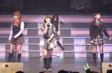 SONEのメンバー(左から)宮崎美穂、峯岸みなみ、指原莉乃、北原里英(後方)=『AKB48 リクエストアワーセットリストベスト100 2013』2日目公演 (撮影:鈴木かずなり)