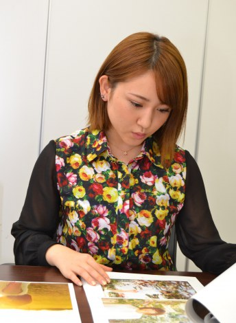【オフショット】初のフォトエッセイ発売への思いを語るAKB48・内田眞由美 (C)ORICON DD.inc