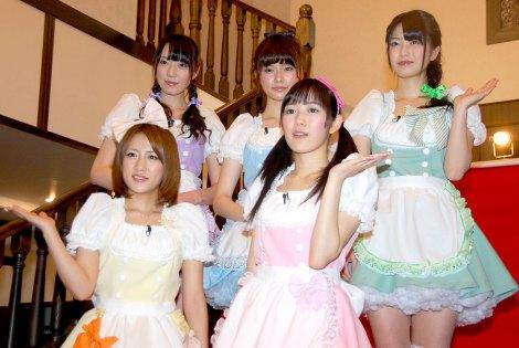 ひかりTVの番組『AKB48のガチチャレ』の特別企画『AKB48の晩餐会』の収録を行ったAKB48(前列左から反時計回りで)高橋みなみ、渡辺麻友、横山由依、島崎遥香、松井咲子 (C)ORICON DD inc.