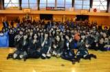 AKB48の大島優子、倉持明日香らが岩手県大槌町の吉里吉里中学校体育館を訪問 (C)AKS