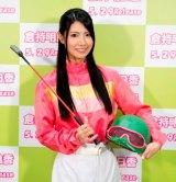 ジョッキースタイルでソロデビューを発表したAKB48の倉持明日香