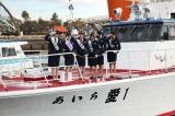 一日警察署に就任した(左から)向田茉夏、高柳明音、石田安奈、柴田阿弥、梅本まどか、小林亜実