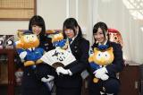 一日警察署に就任した(左から)梅本まどか、小林亜実、柴田阿弥