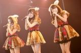 デビューシングルType-Cに収録されるユニット曲「制服のバンビ」(左から兒玉遥、指原莉乃、宮脇咲良) (C)AKS