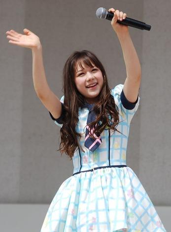 HKT48単独初の全国握手会イベントに登場した村重杏奈(14) (C)ORICON DD inc.