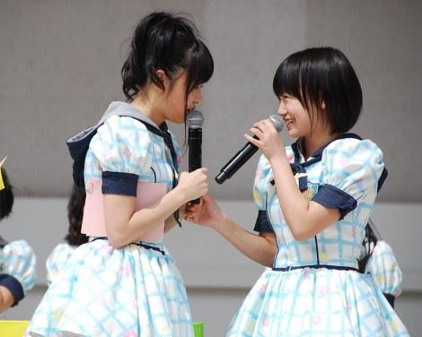 さしこに詰め寄られても朝長美桜は満面の笑み (C)ORICON DD inc.