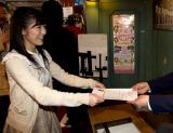 AKB劇場の選挙実行委員会に「選抜総選挙候補者届出書」を提出し、AKBメンバーの立候補一番乗りとなった渡辺麻友 (C)AKS
