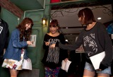 SDN48の復活公演前に仲良く立候補(左から佐藤由加理、野呂佳代、浦野一美) (C)AKS