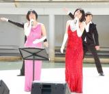 海外ドラマ『SMASH』のDVDリリース記念イベントに出席した阿佐ヶ谷姉妹(左から)木村美穂、渡辺江里子 (C)ORICON NewS inc.