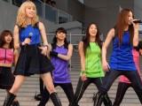 パフォーマンス中に音響トラブルで困惑するE-girls (C)ORICON NewS inc.