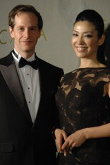 ESCADAパーティーイベントでツーショットを披露したモデルのアンミカと、夫の制作会社社長セオドール・ミラー氏 (C)ORICON DD inc.