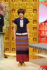 スタジオではミャンマーの民族衣装で登場(c)ABC
