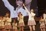 「みーんなの目線を、いただきまゆゆ〜」〜『思い出せる君たちへ〜AKB48グループ全公演〜』初日のA1st「PARTYが始まるよ」より (C)AKS